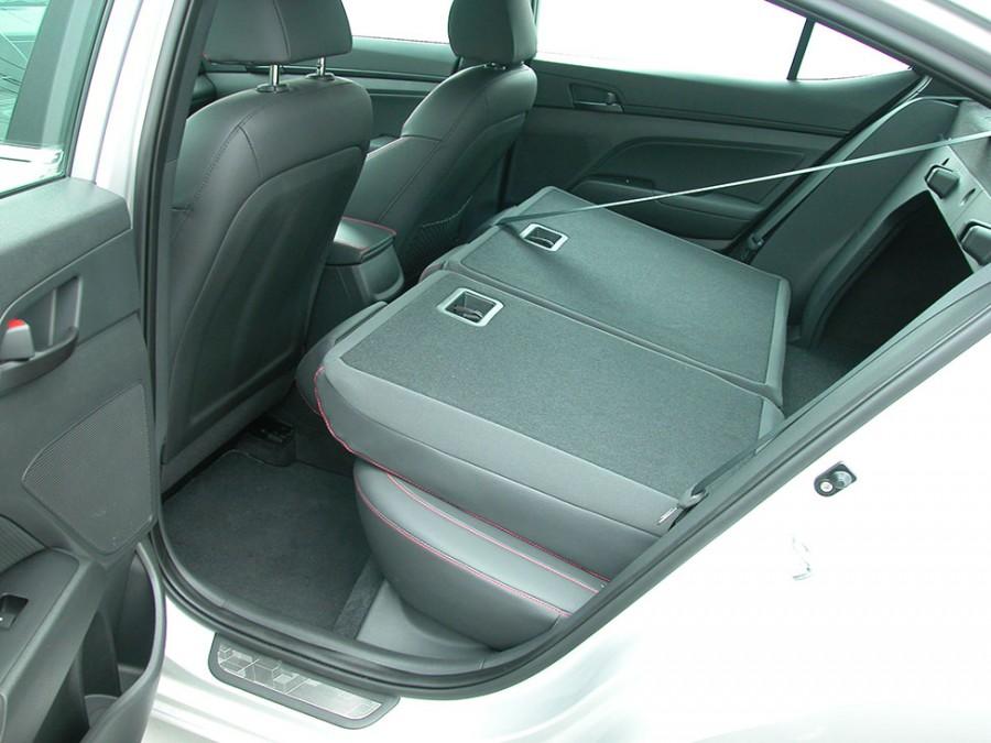 ElantraS17-r.seat folded