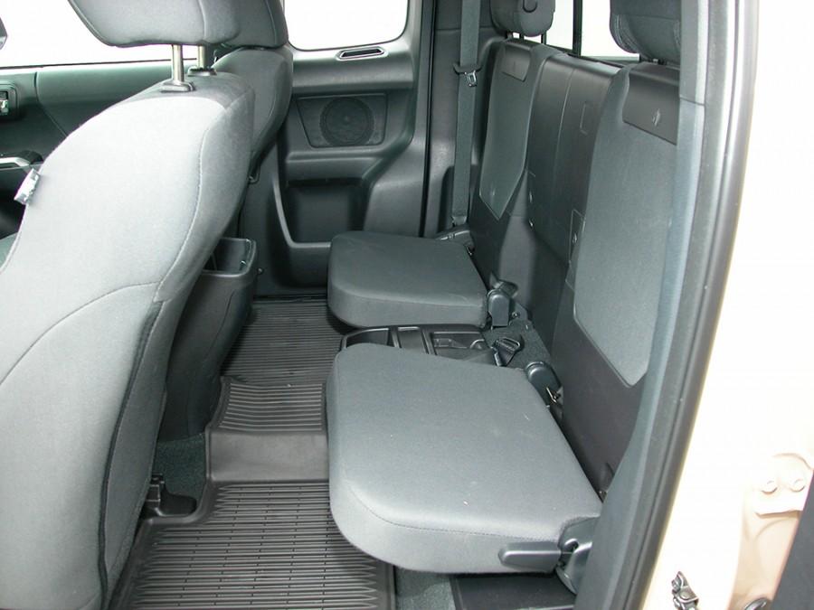 Tacoma17-rear seats