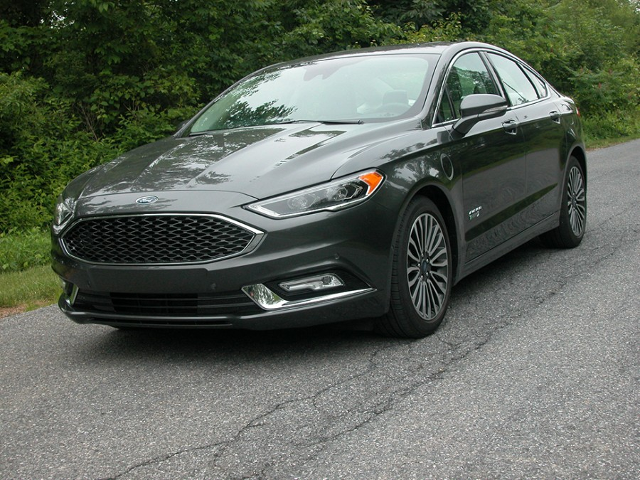 Ford S 2018 Fusion Energy Combines Sedan Comfort With Plug In Economy