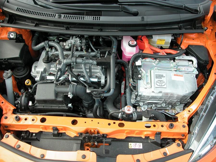PriusC-18-Eng