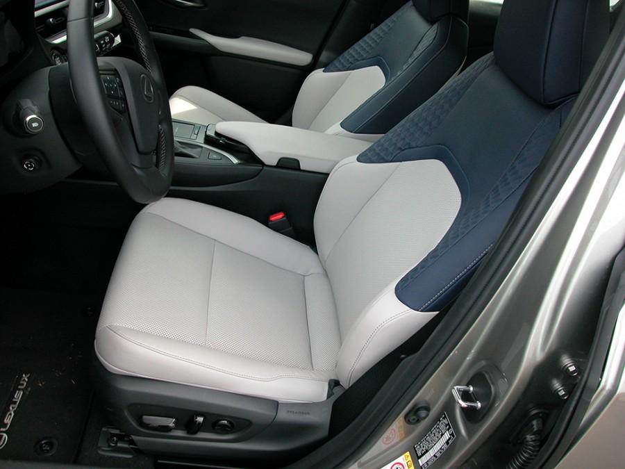 UX200-19-F.Seats
