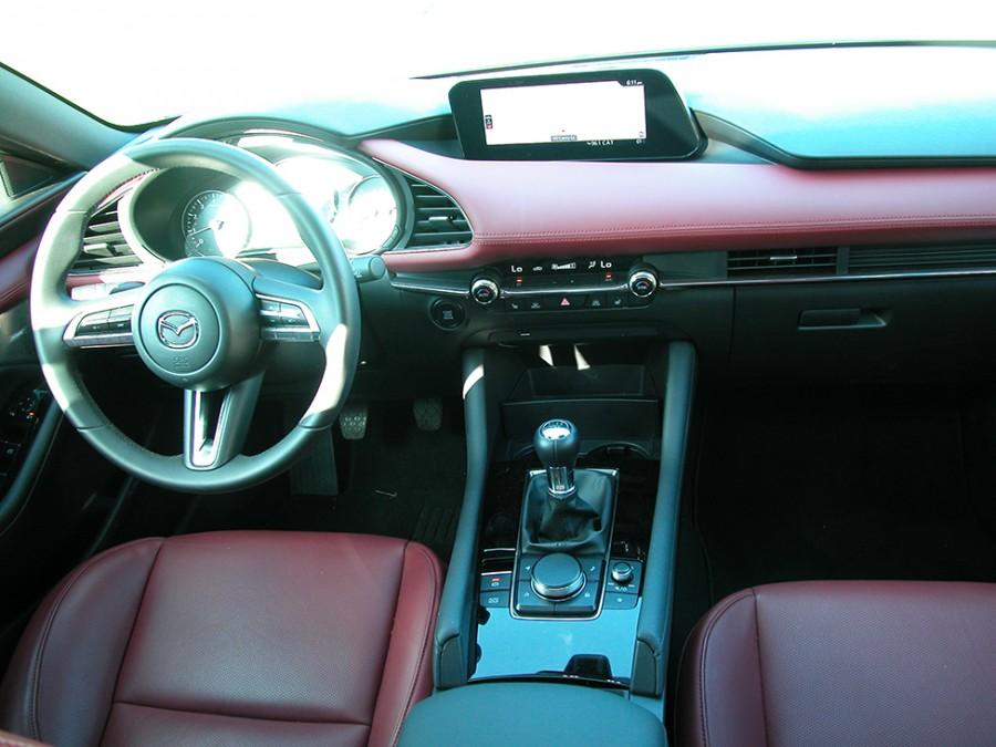 Mazda3-19-Int