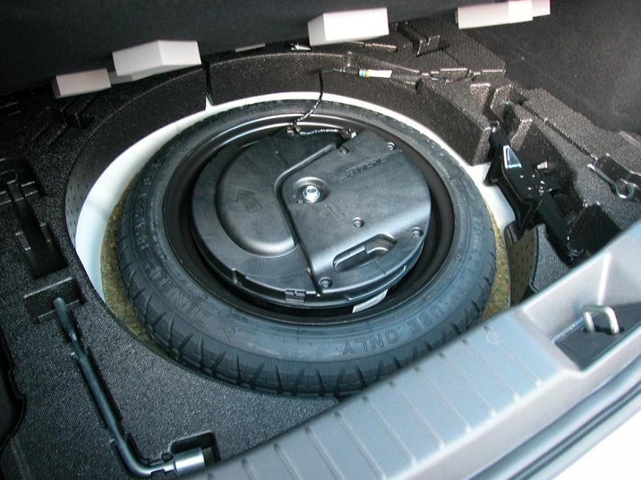 Mazda3-19-Underfloor
