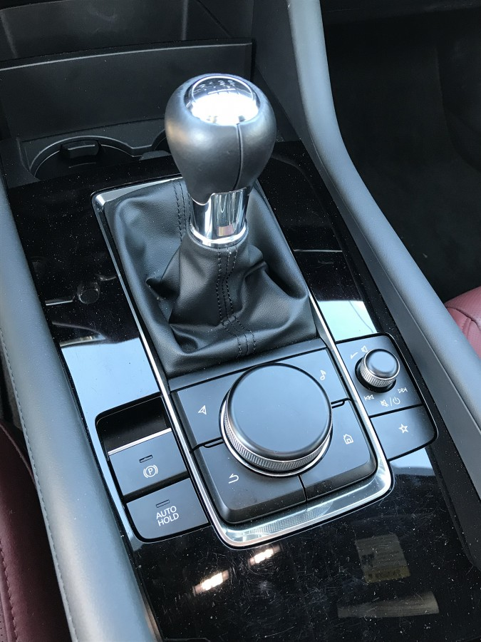 Mazda3-19-shifter
