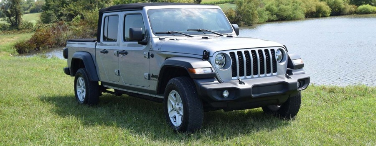 Gladiator looks like a Jeep Wrangler but it's even more