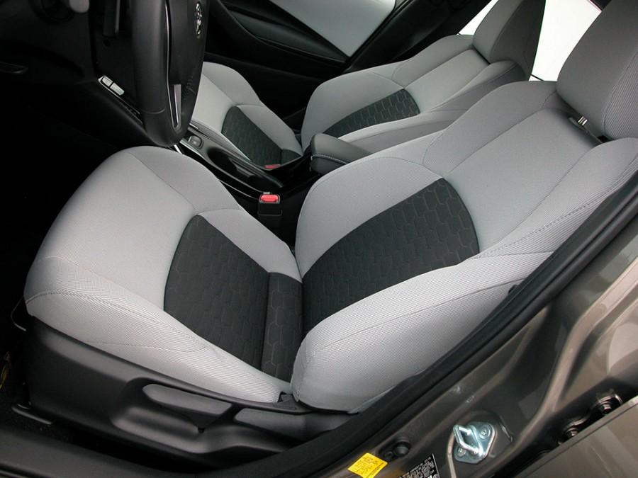 CorollaH19-F.Seats