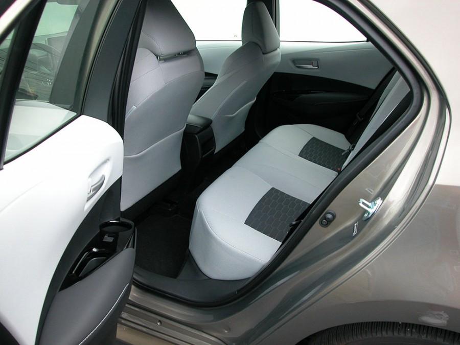 CorollaH19-R.seats