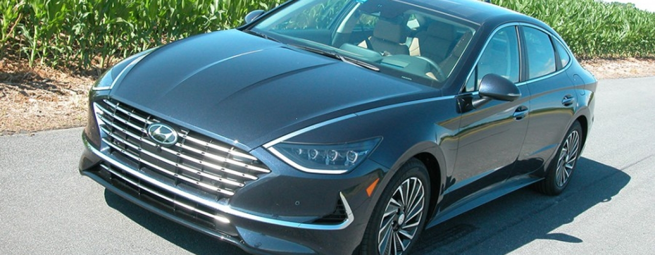 Hyundai's Sonata Hybrid offers technology, sporty styling, economy all at a surprising price