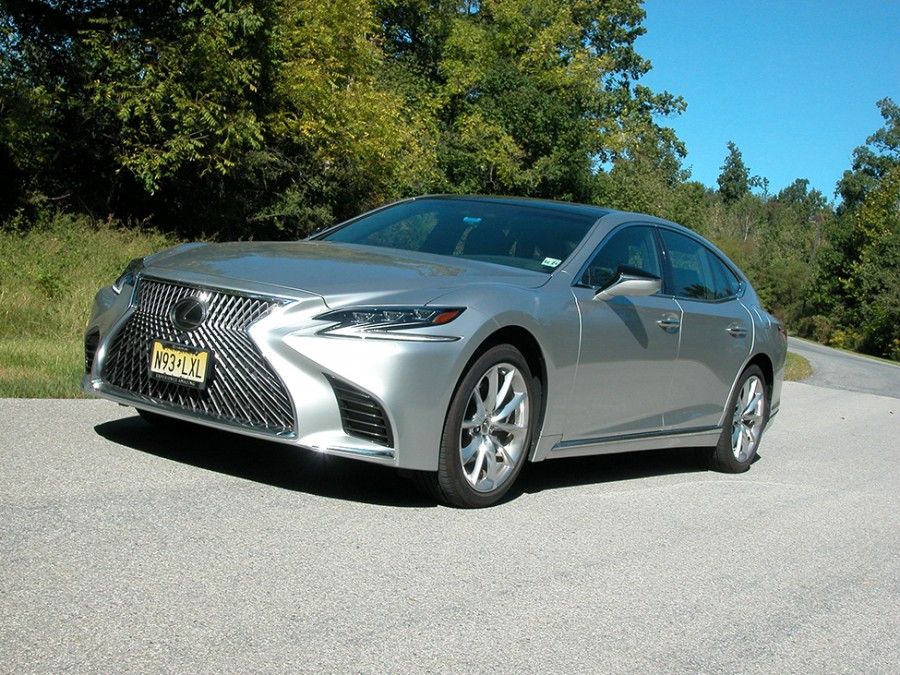 Lexus' ES500 AWD luxury sedan offers comfort, quality build and a quiet, secure ride