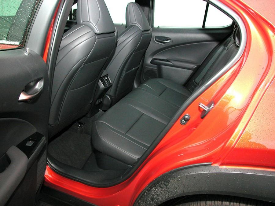 UX250h-20-Rseats